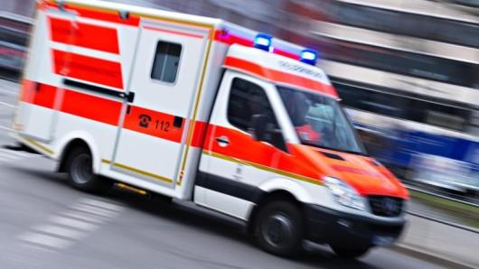 Ein Rettungswagen im Einsatz (Symbolbild)
