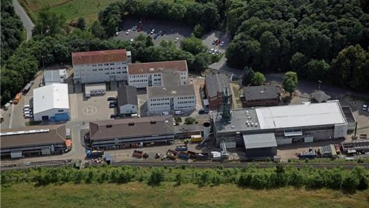 Blick auf den Schacht II des Bergwerks Asse von Südosten.