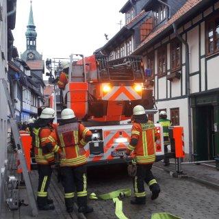 Während eines Einsatzes in Wolfenbüttel wurde ein Feuerwehrmann von einem Autofahrer angegriffen.