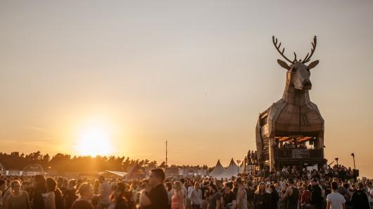 Nach drei Jahren Tour-Leben macht der Jägermeister Platzhirsch Schluss.  Auf sechs Festivals kannst du ihn 2019 aber noch erleben.