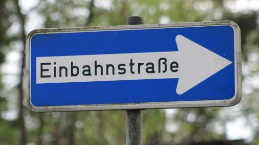 Auch Einbahnschilder werden in Wolfenbüttel einfach umgedreht (Symbolbild).
