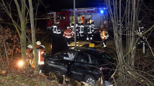 Auf der A36 hat es einen Unfall gegeben. Aus bislang ungeklärter Ursache ist ein Wagen von der Straße abgekommen.