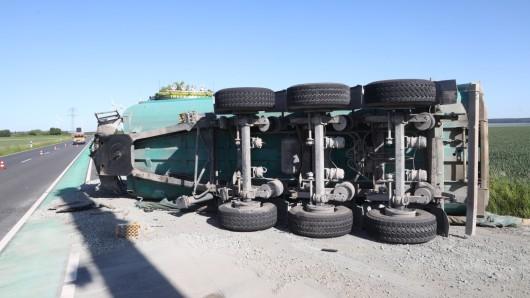 Ein Lkw-Fahrer war betrunken unterwegs. Die Suff-Fahrt endete für ihn in einem Unfall im Kreis Wolfenbüttel.