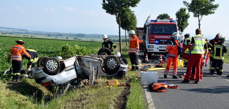 Auf der K620 im Landkreis Wolfenbüttel hat es am Freitagnachmittag einen heftigen Unfall gegeben. Dabei ist eine 22-Jährige schwer verletzt worden.