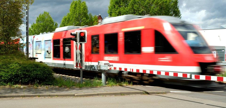 Ein offenbar frustrierter Mann hat bei der Bahn zwischen Braunschweig und Schöppenstedt für Chaos gesorgt. (Symbolbild)