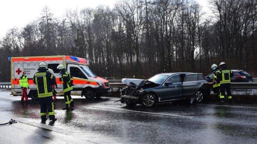 Mehrere Einstzkräfte eilten zu der Unfallstelle auf der A36 in Wolfenbüttel.