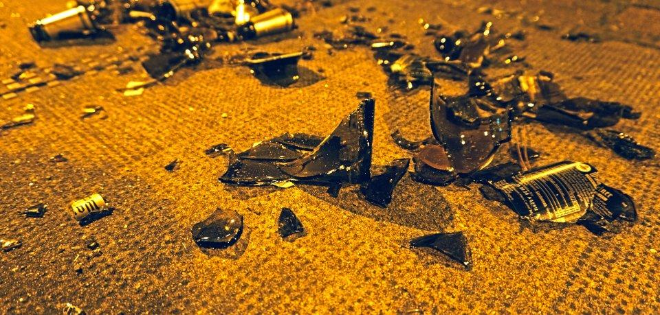 In Wolfenbüttel schlugen zwei Jungendliche einen Mann mit einer Glasflsche. (Archivbild)