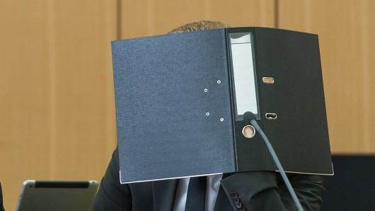 Ein 30-Jähriger muss sich ab dem 9. April vor dem Landgericht Braunschweig unter anderem wegen sexueller Nötigung und Körperverletzung verantworten (Symbolbild).