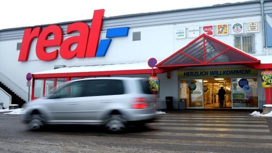 Der Real-Markt aufgenommen am 20. Januar 2016 im Ortsteil Nordsteimke in Wolfsburg. Am 28. Dezember 2015 wurde ein Geldtransporter hinter dem Markt überfallen. Die Täter flüchteten ohne Beute. Nach dem Überfall fanden sich DNA-Spuren von drei seit Jahrzehnten abgetauchten RAF-Leuten.