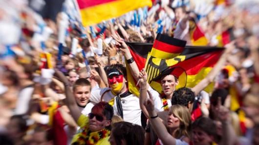 Fans der deutschen Fußball-Nationalmannschaft beim Public Viewing.