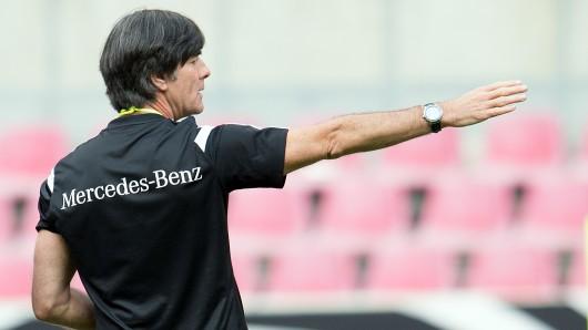DFB-Coach Joachim Löw im Mercedes-Outfit.