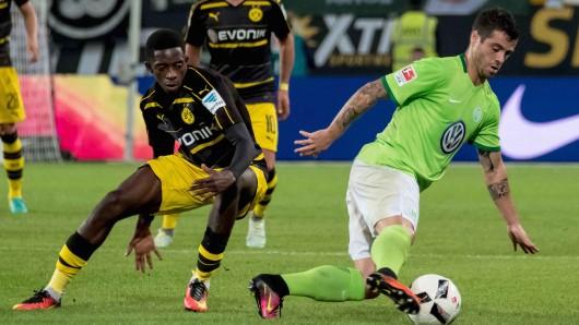So sah es vergangene Saison aus: Wolfsburgs Vieirinha gegen Dortmunds Ousmane Dembélé.