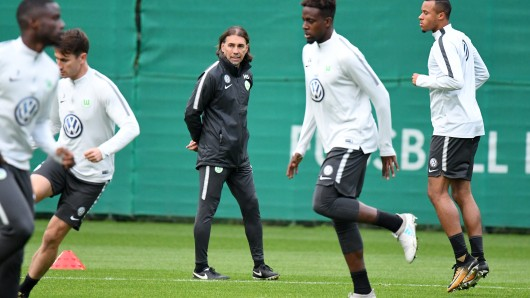 VfL-Coach Martin Schmidt beim Training.