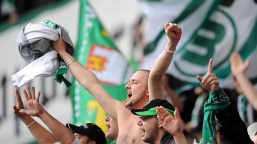 VfL-Fans freuen sich auf den ersten Spieltag gegen den FC Schalke 04 (Archivbild).
