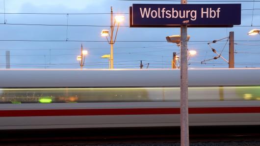 Züge von Wolfsburg nach Hannover werden über Braunschweig umgeleitet (Symbolbild).