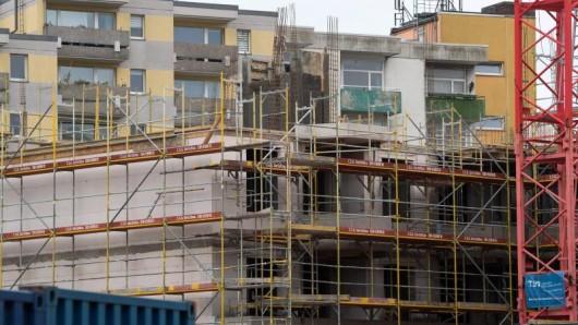 Vermieter sollten neue Mieter über geplante Bauvorhaben in der Nachbarschaft informieren. Tun sie dies nicht, ist eine Mietminderung gerechtfertigt.