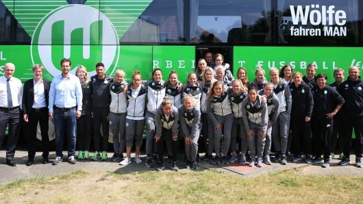 Vor der Abreise nach Köln besuchte Frank Witter die VfL-Frauen nochmal. Die Wölfinnen stehen im Pokalfinale gegen Bayern München.