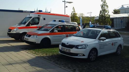 Einsatzfahrzeuge des DRK Wolfsburg an den Messetagen der IZB