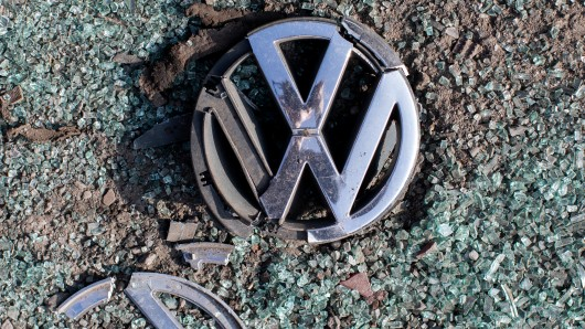 Im Fall der verkauften Versuchsautos fängt Volkswagen nun an die Käufer zu kontaktieren. (Symbolfoto)