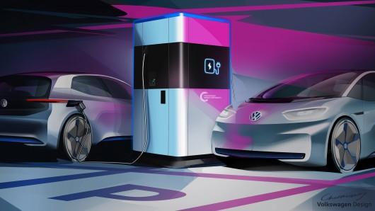 Volkswagen gibt zum Jahreswechsel einen Ausblick auf die künftige mobile Schnellladesäule des Unternehmens. Unabhängig vom Stromnetz kann sie flexibel dort aufgestellt werden, wo Bedarf ist. Zum Beispiel auf öffentlichen Parkplätzen in der Stadt, auf Betriebsgeländen oder als temporär eingerichteter Ladepunkt bei Großveranstaltungen.