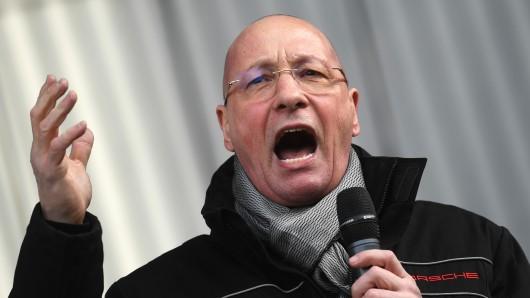 Emotional wie man ihn kennt: Porsche-Betriebsratschef Uwe Hück hat in Stuttgart seinen Abgang angekündigt.