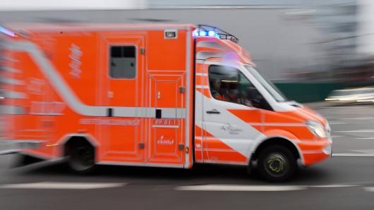 Bei einem Unfall auf der B188 wurden am Sonntagabend zwei Personen schwer verletzt ins Krankenhaus gebracht. (Symbolfoto)