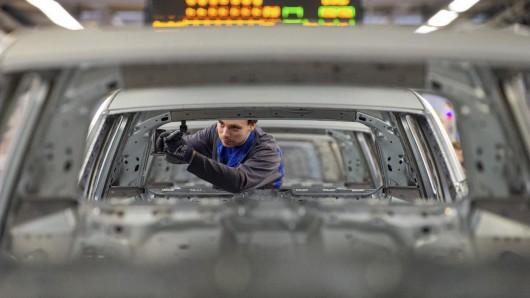 Mitarbeiter bei VW dürfen sich über Bonuszahlungen freuen - trotz Krise beim Autohersteller. (Archivbild)