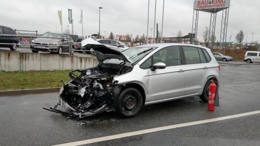 Die Fahrerin dieses Wagens hat offenbar nicht auf den Gegenverkehr geachtet.