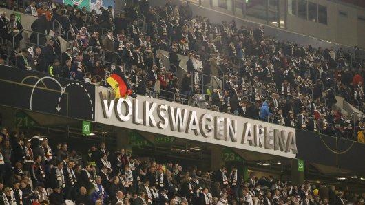 Beim Länderspiel in Wolfsburg soll es rassistische Anfeindungen gegeben haben - jetzt ist ein zweiter Fall bekannt geworden (Symbolbild).