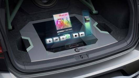 Das Technologie-Highlight des Einzelstücks wird erst sichtbar, wenn man den Kofferraum öffnet: VW versucht es mit einem Hologramm!