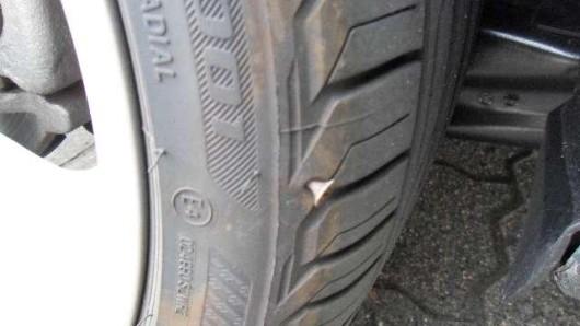 Mehr als ein Dummejungenstreich: In Helmstedt wurden bei mindestens drei Autos Spaxschrauben in die Reifen gesteckt.