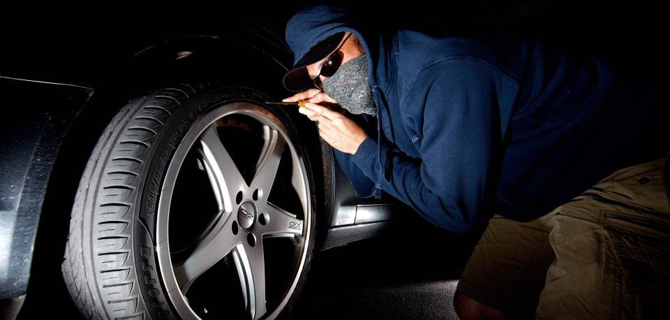 Wolfsburg: Unbekannte Täter haben über die vergangene Woche hinweg mehr als 30 Reifen im Stadtgebiet zerstochen. (Symbolbild)