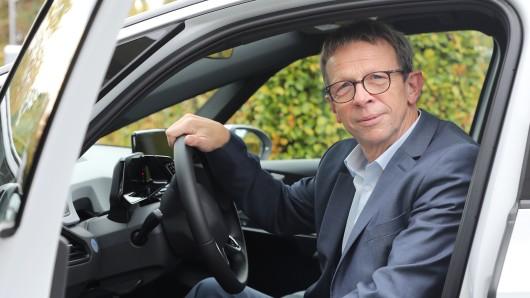 Oberbürgermeister Klaus Mohrs (SPD) fährt neuerdings vollelektrisch durch Wolfsburg.