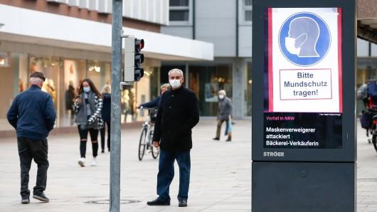 Ein Mann aus Wolfsburg wurde von der Polizei kontrolliert. Dabei ging es um die Maskenpflicht. (Symbolbild)
