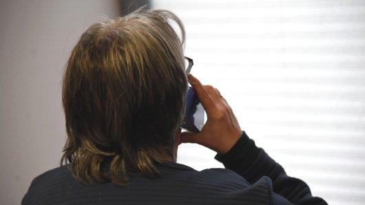 Ein Ehepaar hat einen Anruf bekommen, der sie erschüttert hat. (Symbolbild)
